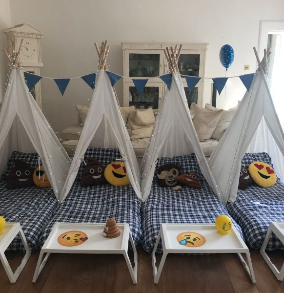 Mini-tipis-sleepover-party-emojis
